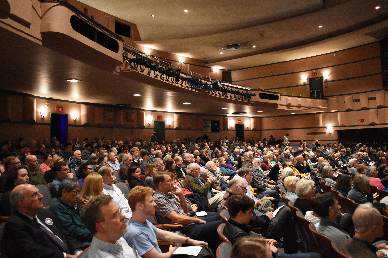 Panoramic photo of full audience in Northwestern's Cahn Auditorium